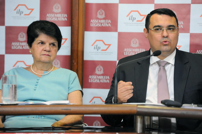 Maria Di Pietro e Luiz Eduardo de Almeida<a style='float:right' href='https://www3.al.sp.gov.br/repositorio/noticia/N-12-2018/fg228489.jpg' target=_blank><img src='/_img/material-file-download-white.png' width='14px' alt='Clique para baixar a imagem'></a>