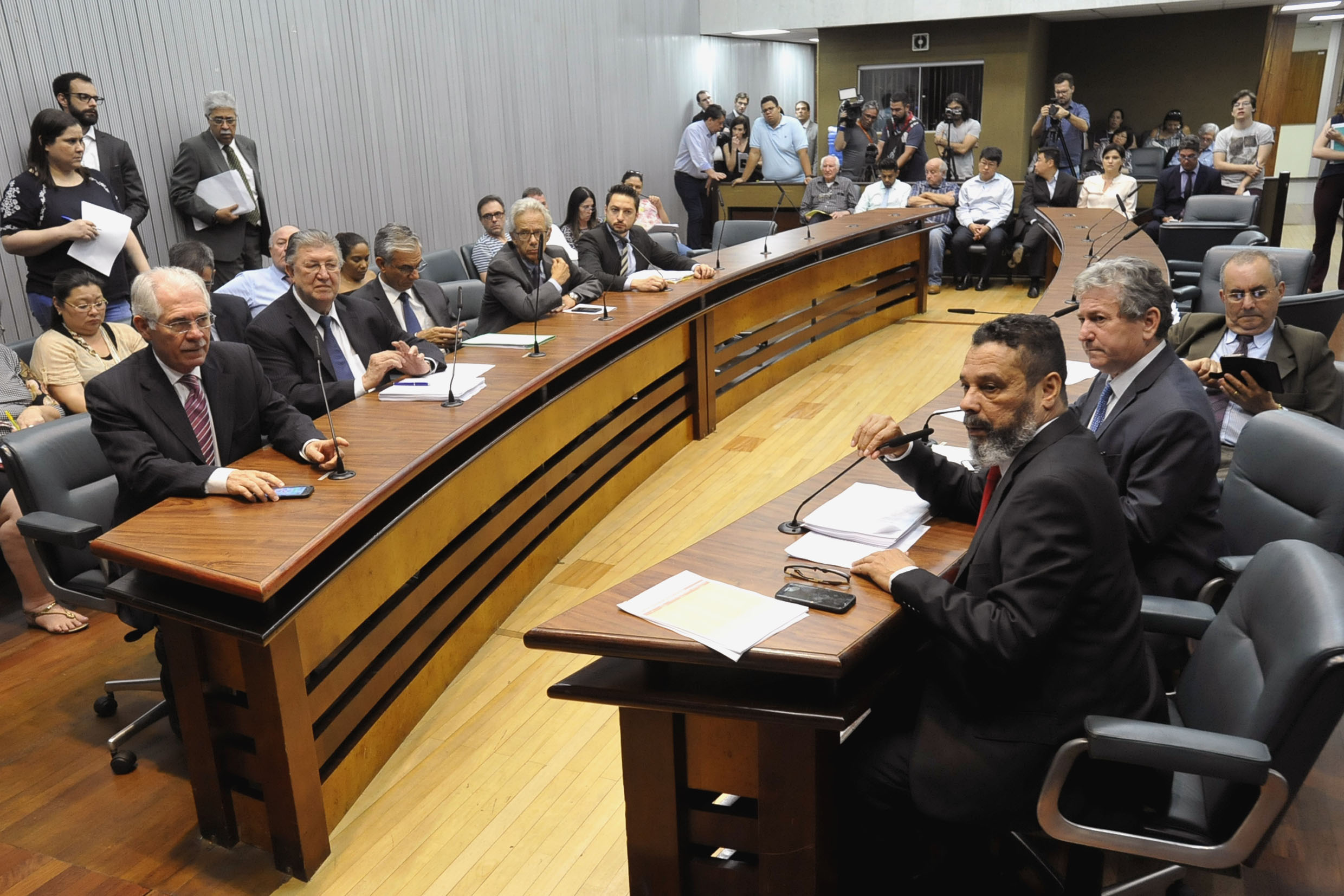 Parlamentares na comissão <a style='float:right' href='https://www3.al.sp.gov.br/repositorio/noticia/N-12-2018/fg228740.jpg' target=_blank><img src='/_img/material-file-download-white.png' width='14px' alt='Clique para baixar a imagem'></a>