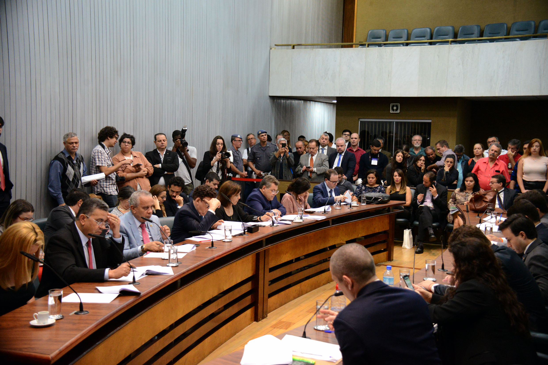 Comissão de Constituição,Justiça e Redação <a style='float:right' href='https://www3.al.sp.gov.br/repositorio/noticia/N-12-2019/fg245074.jpg' target=_blank><img src='/_img/material-file-download-white.png' width='14px' alt='Clique para baixar a imagem'></a>