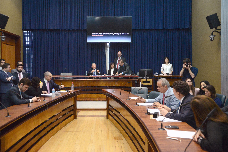 Comissão de Constituição,Justiça e Redação <a style='float:right' href='https://www3.al.sp.gov.br/repositorio/noticia/N-12-2019/fg245076.jpg' target=_blank><img src='/_img/material-file-download-white.png' width='14px' alt='Clique para baixar a imagem'></a>