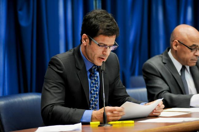 Rogério Nogueira na presidência.