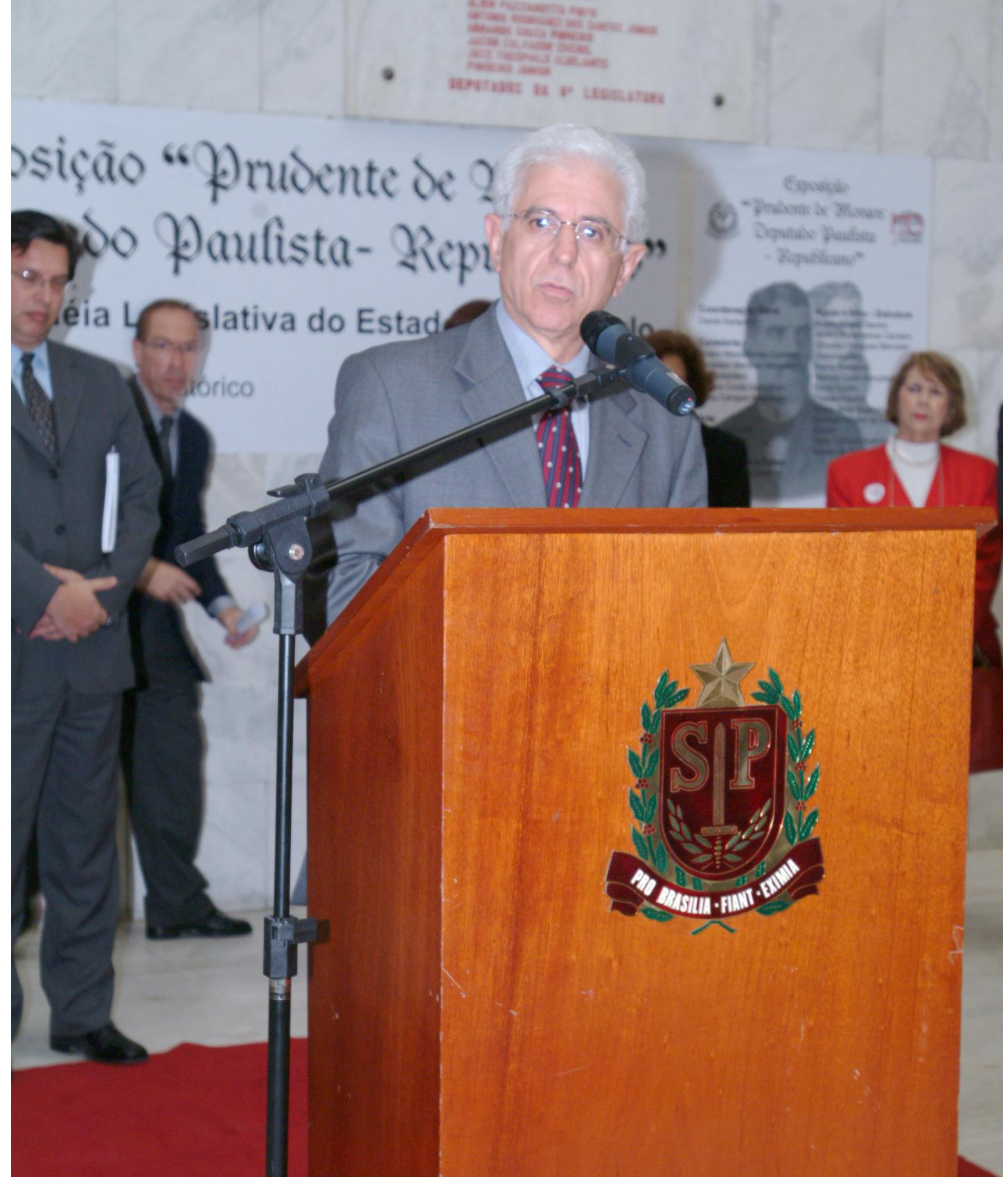 Deputado Sidney Beraldo, presidente da Assembléia paulista, afirmou que o livro é lançado num momento importante para o Legislativo de São Paulo<a style='float:right' href='https://www3.al.sp.gov.br/repositorio/noticia/hist/expopre.jpg' target=_blank><img src='/_img/material-file-download-white.png' width='14px' alt='Clique para baixar a imagem'></a>