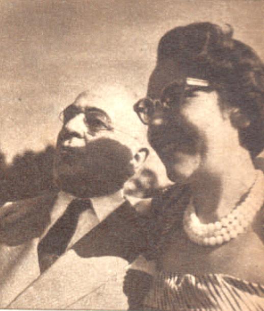 Presidente Getúlio Vargas com sua filha Alzira<a style='float:right' href='https://www3.al.sp.gov.br/repositorio/noticia/hist/getulioalzira.jpg' target=_blank><img src='/_img/material-file-download-white.png' width='14px' alt='Clique para baixar a imagem'></a>